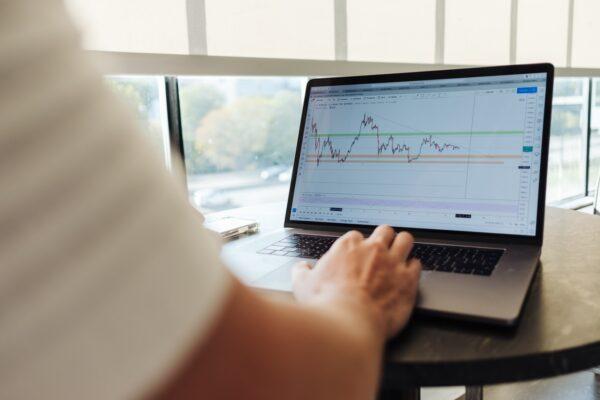 perbedaan pasar perdana dan pasar sekunder