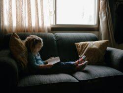Sering Minta Main Keluar, Ini Tips Anak Betah di Rumah saat Pandemi