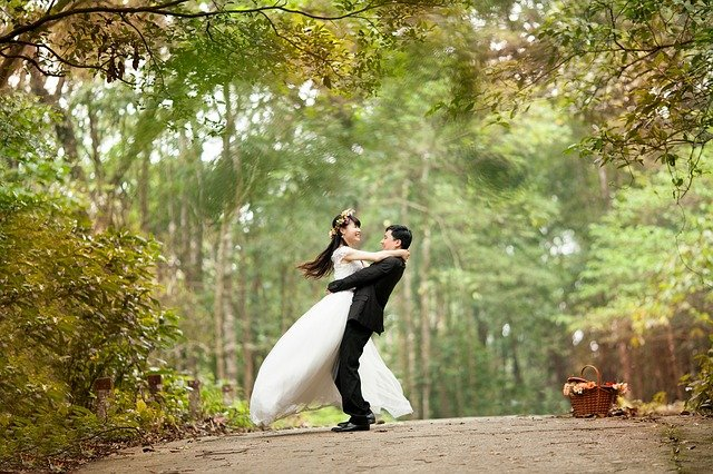 glowu p bersama pasangan setelah menikah